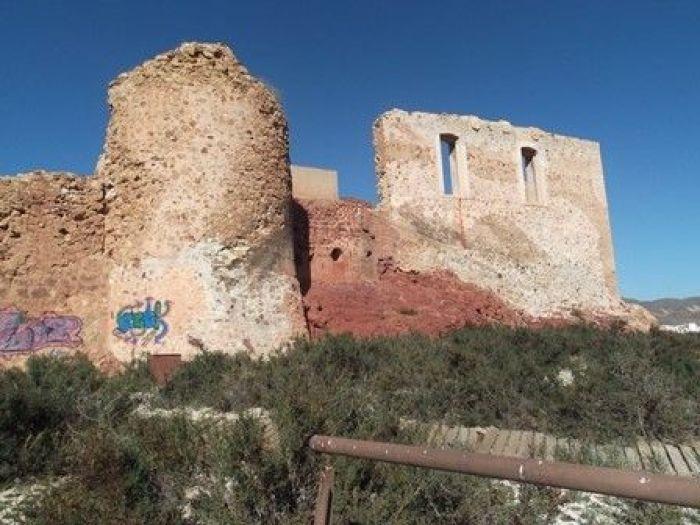 """""""Restauración"""" del Castillo en la cara norte."""