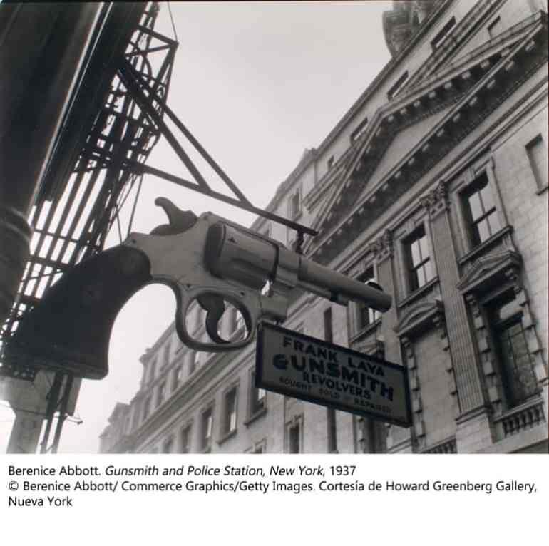 Berenice Abbott. Gunsmith and Police Station, New York, 1937