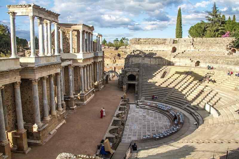 Consideraciones acerca del latín de Hispania y de las lenguas romances que de él derivan