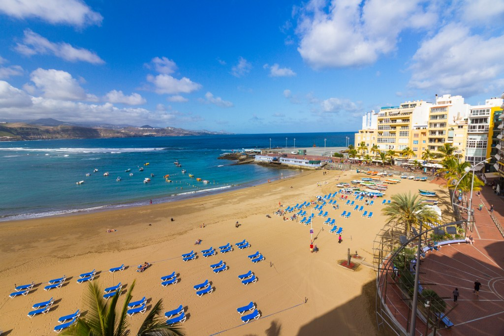 What is beachfront Las Canteras property worth in the current market?