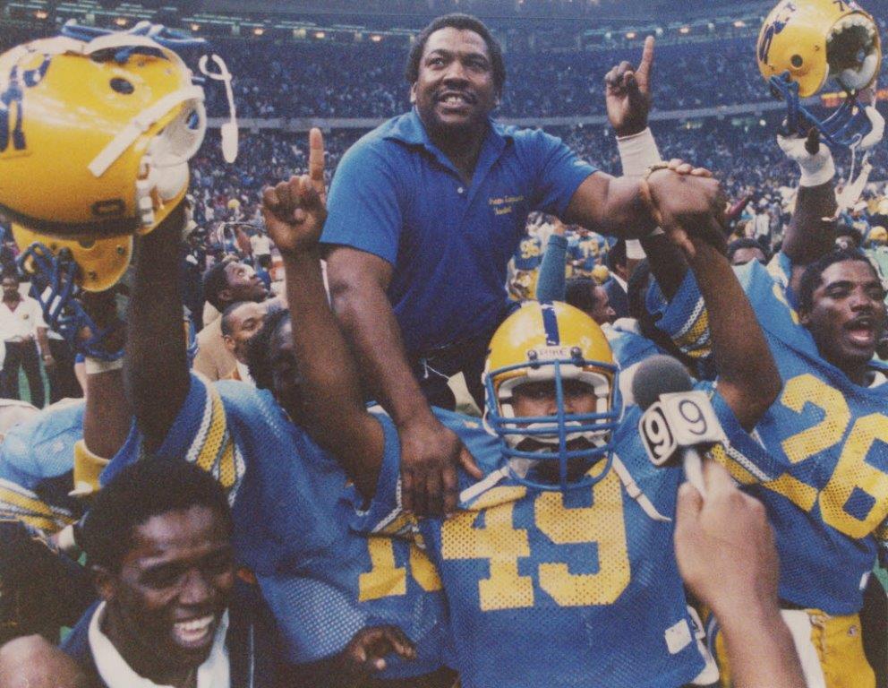 2015 inductee, legendary football coach Otis Washington passes away