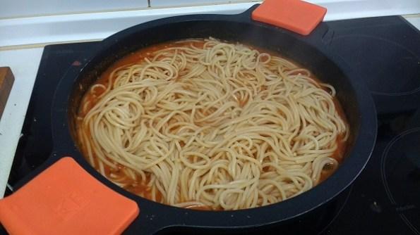 Espaguetis con langostinos y salsa de tomate casera (8)