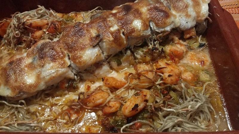 Merluza rellena con salmón y gulas