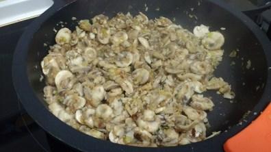 Pasta Orecchiette con setas y champiñones (10)
