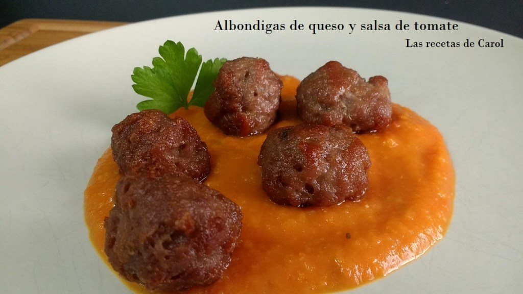 Albondigas de queso y salsa de tomate