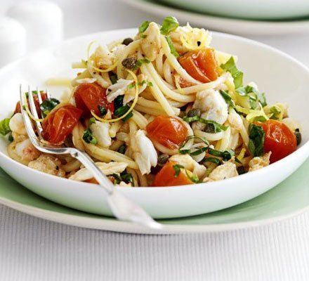 Recetas – Espaguetis con cangrejo, tomates cherry y albahaca