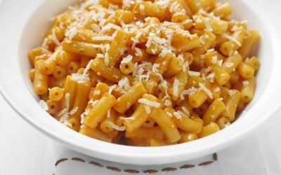 Recetas – Macarrones con tomate y queso cremoso