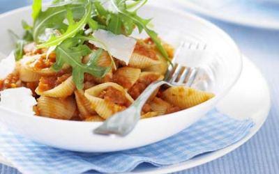 Recetas – Pasta con salsa de tomate y verduras