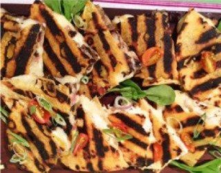 Recetas – Quesadillas de pollo con ensalada de palta y tomate