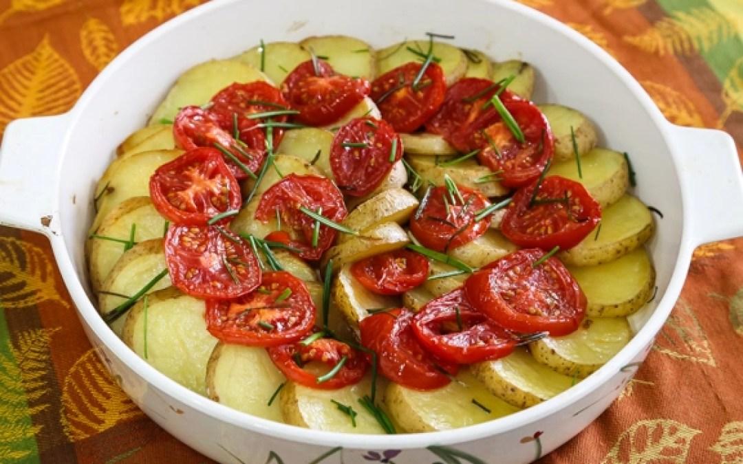 Patatas Asadas y Tomates con Romero