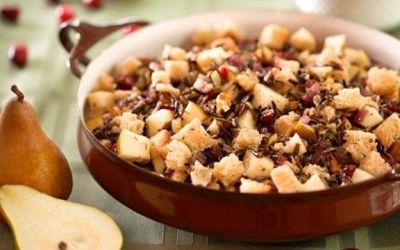 Relleno de arroz salvaje con arándanos y peras