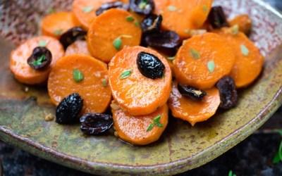 Batatas con aroma de tomillo, aceitunas negras y ajo