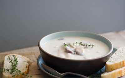 Receta cremosa de sopa de papas y pavo