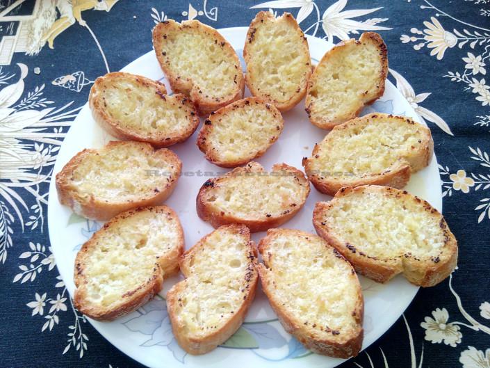 Pan al ajo ofrecido por Mitzi