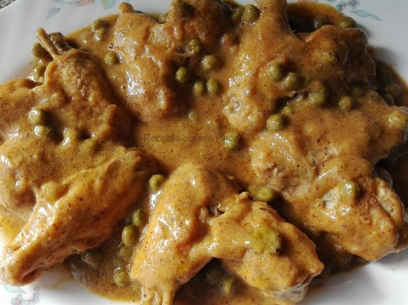 Alas con salsa de curry