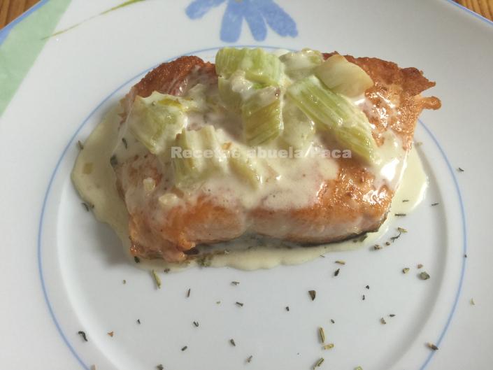 Salmón con salsa suprema de apio0 (0)
