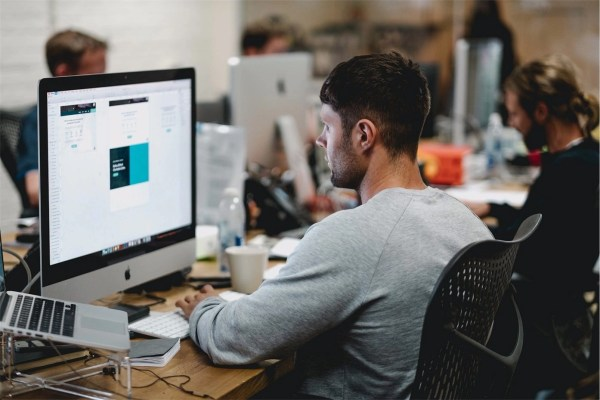 6 Top Reasons to Use a Graphic Designer for Your Business