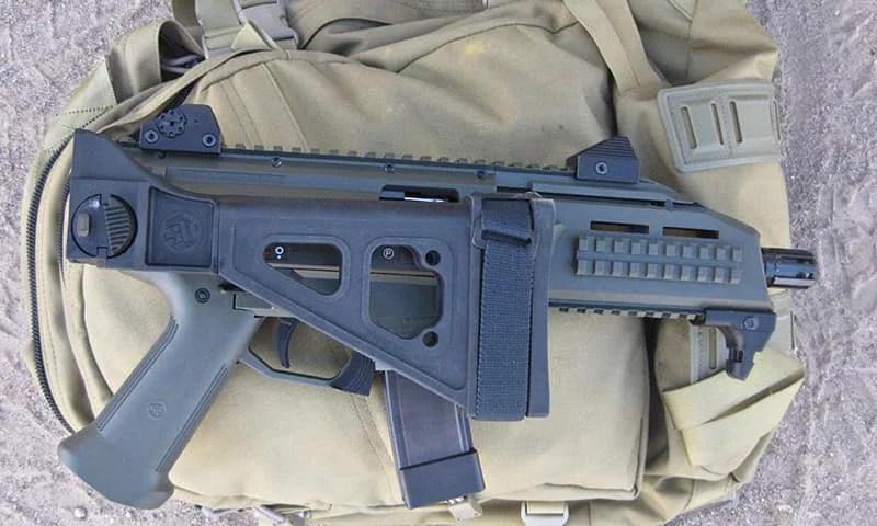 CZ Scorpion EVO3 S1 - компактное 9-мм огнестрельное оружие для ношения в рюкзаке.