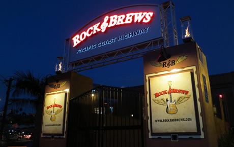 Rock-&-Brews-entrance-neon-