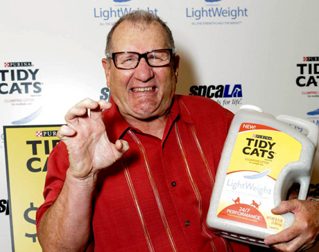 Ed O'Neill bad kitty with Tidy Cat Light.
