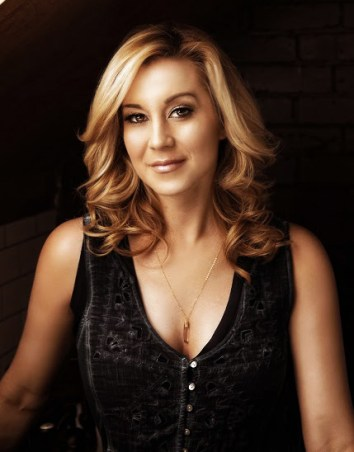 Singer Kellie Pickler