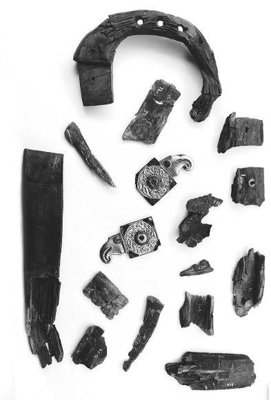 Frammenti della lira allo stato del ritrovamento