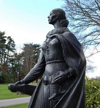 Statua di Grace O'Malley collocata nei giardini di Wesport house, Irlanda