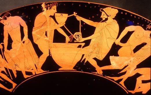 Coppa a figure rosse; pittore di Epèleios, raffigurante un personaggio imberbe che si accosta ad un vaso per mischiare il vino con l'acqua recando in mano uno skyphos, e con la mano sini- stra protesa verso la bevanda. Ca. 510 a.C.