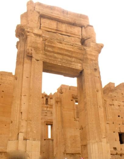 Ingresso del santuario di Baal, divinità assimilata allo Zeus greco e il Giove latino (foto: wikipedia)