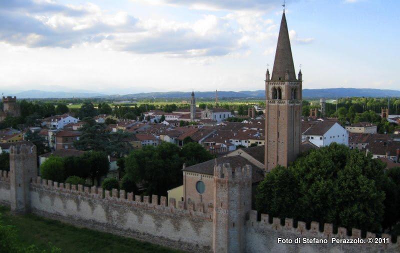 Tratto di cinta con il quattrocentesco campanile della chiesa di San Francesco