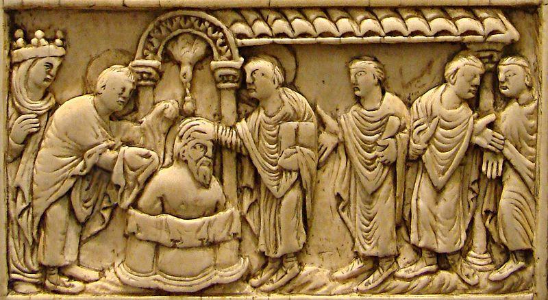 Il battesimo di Clodoveo I ad opera di Remigio vescovo di Reims. Placca in avorio del IX secolo, Musée de Picardie ad Amiens. Secondo la tradizione, Clodoveo fu battezzato da Remigio nella cattedrale di Reims il 25 dicembre del 496. Tuttavia alcuni credono che sia più probabile una data posteriore, il 498/9.