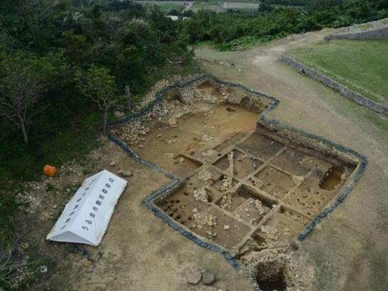 Foto aerea dello scavo del castello (Foto: Uruma Board of Education)