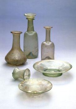 Oggetti in vetro rinvenuti nella tomba di Visigarda