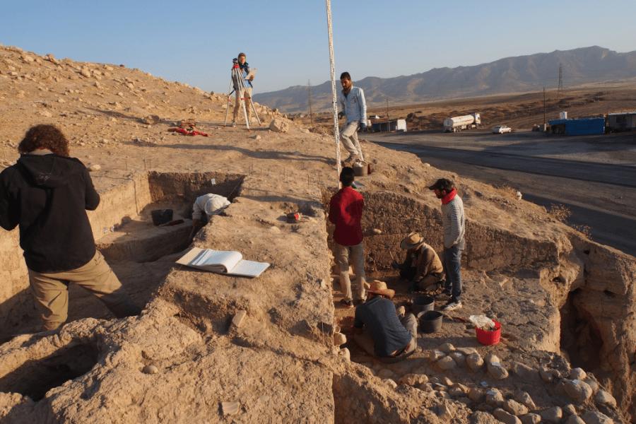 Scavo del versante orientale della parte superiore del Bassetki, dove sono stati scoperti alcuni frammenti di tavolette cuneiformi assire. (Foto: P. Pfälzner)