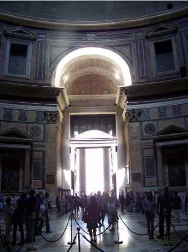L'arco di luce nel Pantheon, foto scattata il 7 aprile 2014, ore 12 solari da M. De Franceschini