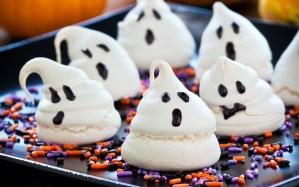 Привидения из безе, приведения-меренги фото, Привидения из безе рецепт, идеи для десертов на Хэллоуин, идеи сладостей на Хэллоуин