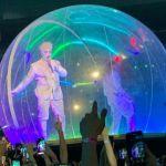 Тилль Линдеманн выступил на концерте в огромном пузыре