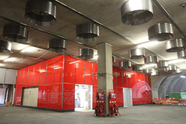 Architectural glass cladding panels installed at Tottenham Court Road station 297394 600x400 - 16 new photos show off Crossrail stations and tunnels