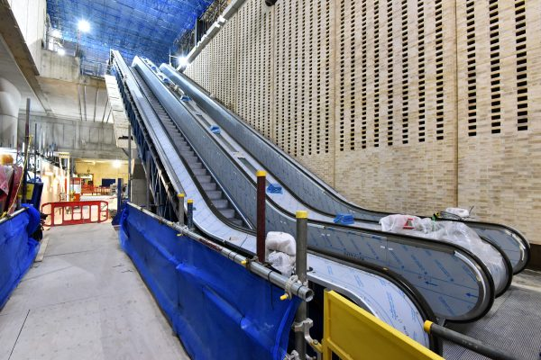 Escalators descending into Paddington station concourse 301501 600x400 - 16 new photos show off Crossrail stations and tunnels