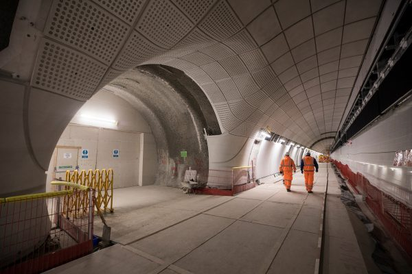 Platform level at Whitechapel station 300418 600x400 - 16 new photos show off Crossrail stations and tunnels