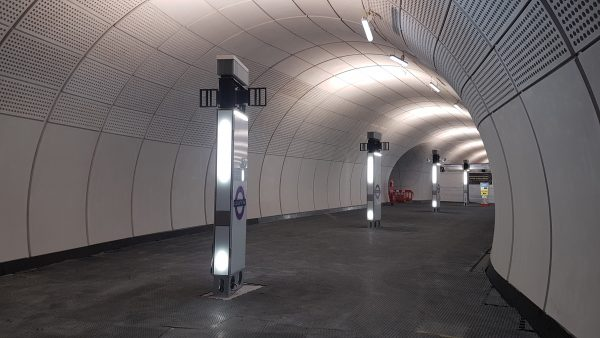 elizabeth line tcr 19 600x338 - Sneak preview of Crossrail's new Tottenham Court Road station