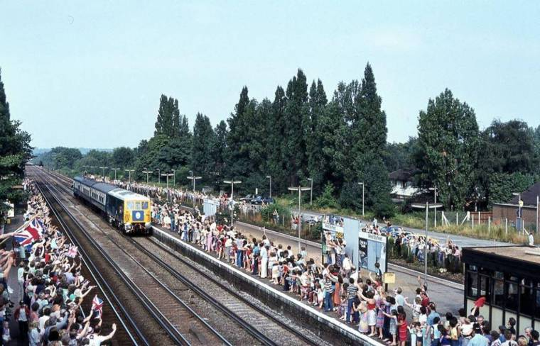 surrey 1024x657 - TfL news: Fascinating vintage photos show London Tube network from the 1960s to 1980s