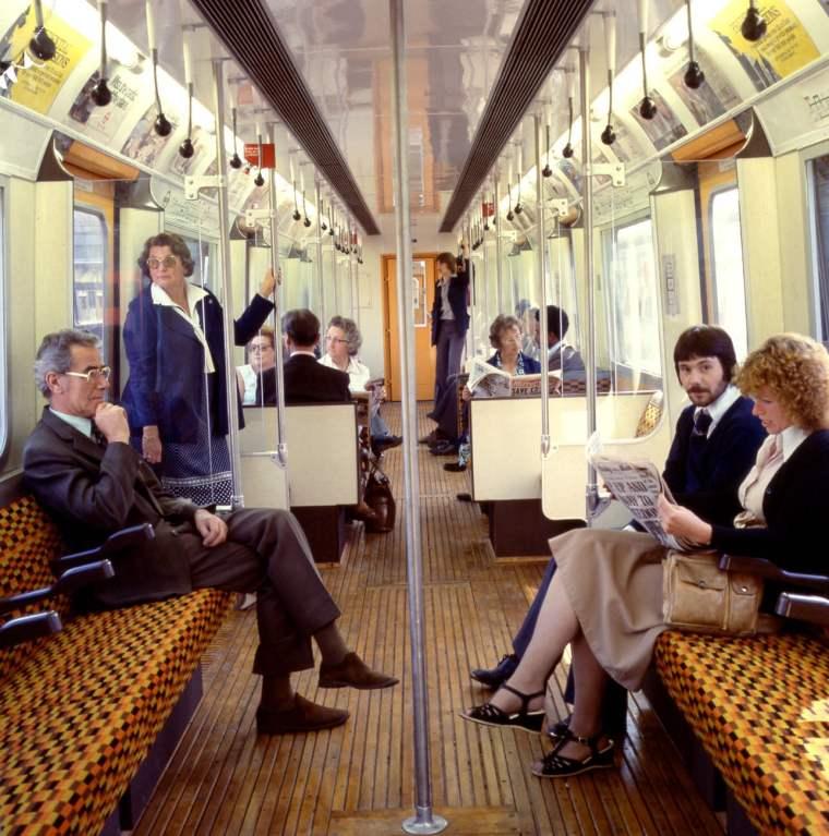 1290 1015x1024 - London transport fabrics over the decades