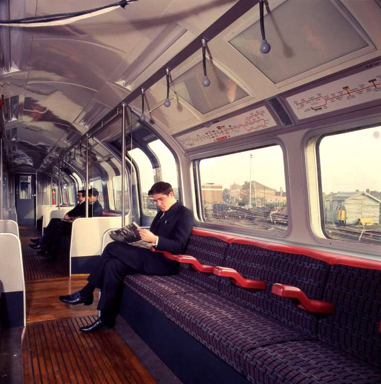 1332 1016x1024 - London transport fabrics over the decades
