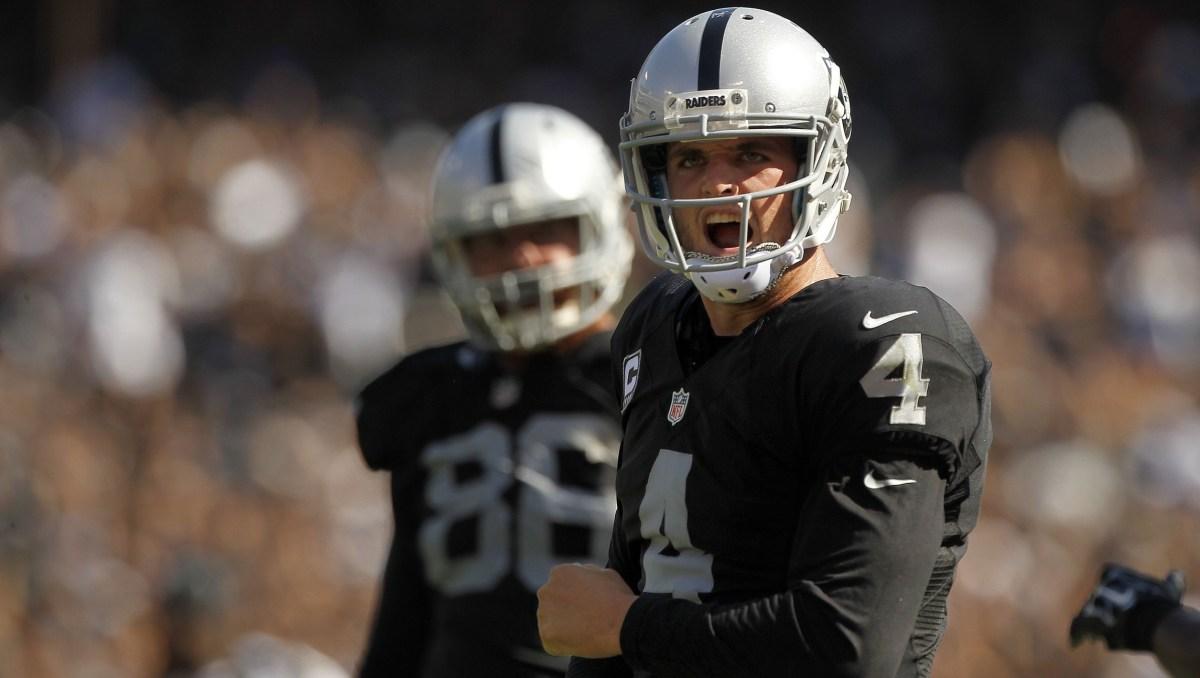 Les Oakland Raiders offrent le plus gros contrat de l'histoire NFL à Derek Carr