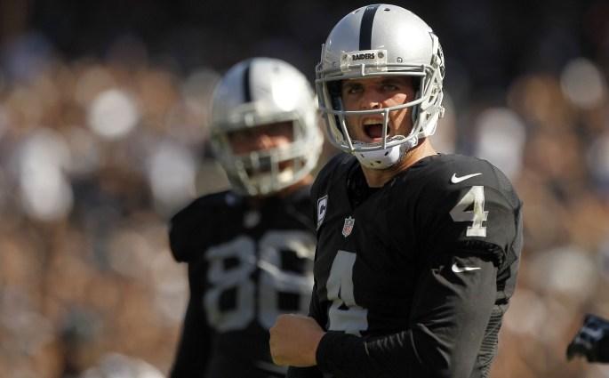 Les Oakland Raiders offrent le plus gros contrat de l'histoire à Derek Carr