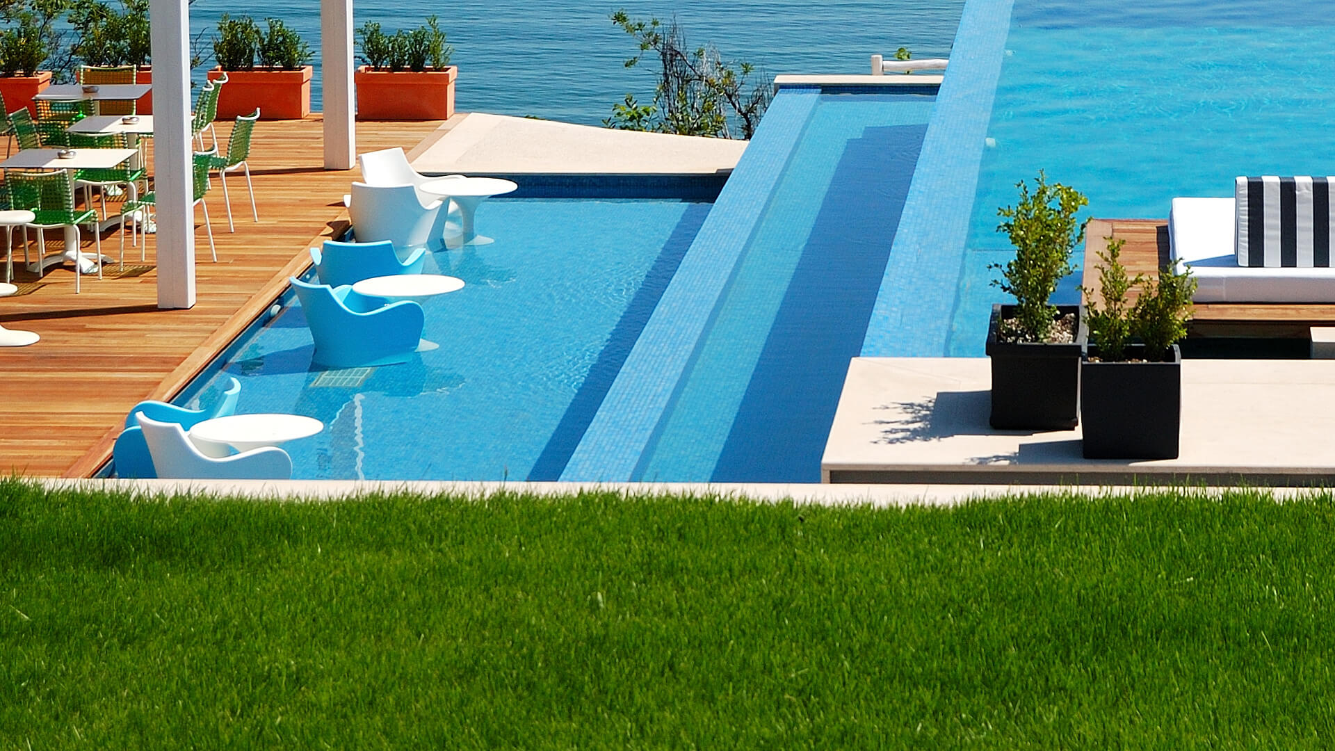 Infinity Edge Custom Swimming Pool Design Idea - Clarity Pool Service of Las Vegas, Nevada