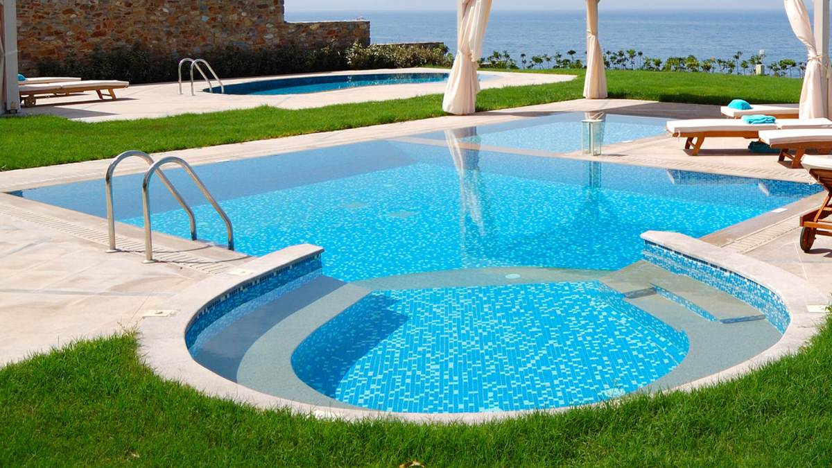 Zero Edge Custom Swimming Pool Design