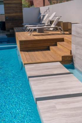 Custom Swimming Pool Contracting - Natural Limestone Floating S