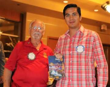 Bob Werner presented our banner to a Rotaract visitor from Mexico.
